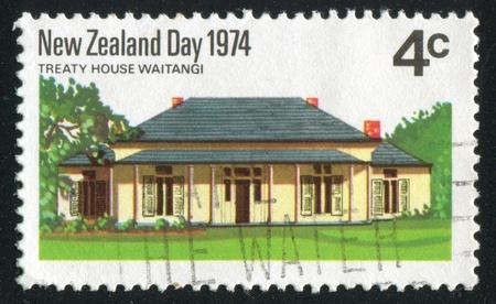 socle: NEW ZEALAND - CIRCA 1974: stamp printed by New Zealand, shows Treaty House, Waitangi, circa 1974