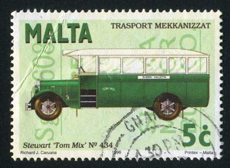 """motorbus: MALTA - CIRCA 1996: sello impreso por Malta, muestra Bus Stewart """"Tom Mix"""", alrededor de 1996 Editorial"""