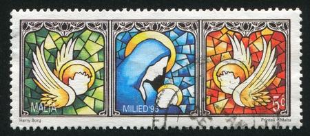 angeles bebe: MALTA - CIRCA 1996: sello impreso por Malta, muestra Virgen y el Ni�o, alrededor de 1996