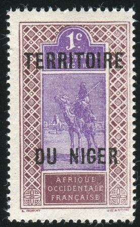 NIGER - CIRCA 1921: timbre imprimé par le Niger montre Camel et Rider, vers 1921