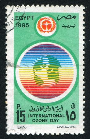 ózon: EGYPT - CIRCA 1995: stamp printed by Egypt, shows Ozone day emblem, circa 1995. Stock fotó