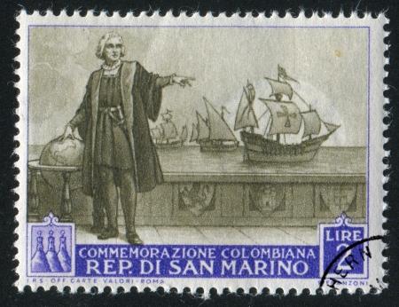 descubridor: SAN MARINO - CIRCA 1952: sello impreso por San Marino, muestra a Cristóbal Colón en su barco, alrededor del año 1952