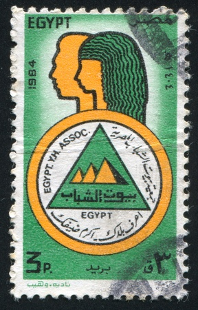 abjad: EGYPT - CIRCA 1984: stamp printed by Egypt, shows Youth Hostels association Emblem, Male and female figures, circa 1984 Stock Photo