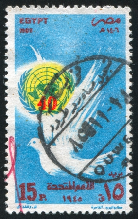EGYPT - CIRCA 1985: stamp printed by Egypt, shows Pigeon, emblem, circa 1985