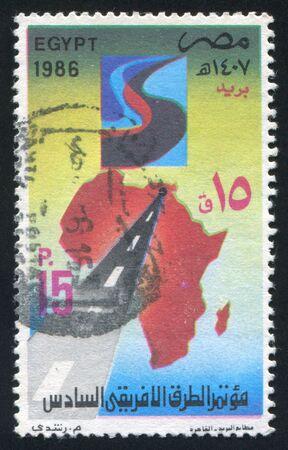 illusory: EGIPTO - CIRCA 1986: sello impreso por Egipto, muestra el mapa de �frica, por carretera, alrededor del a�o 1986 Foto de archivo