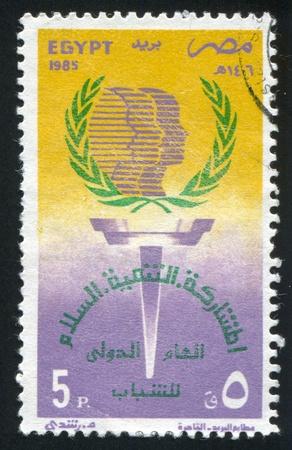 illusory: EGIPTO - CIRCA 1985: sello impreso por Egipto, muestra el emblema, alrededor de 1985 Foto de archivo