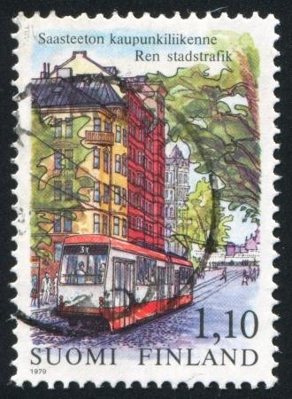 baranda para balcon: FINLANDIA - CIRCA 1979: sello impreso por Finlandia, muestra tranvía en Helsinki, cerca de 1979