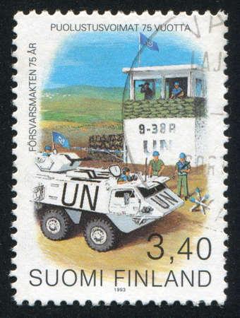 batallon: FINLANDIA - CIRCA 1993: sello impreso por Finlandia, Checkpoint muestra de las Naciones Unidas del Batall�n de Finlandia, alrededor del a�o 1993