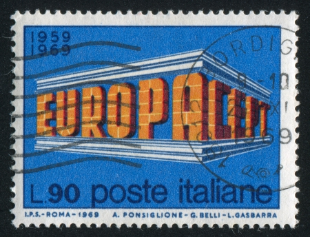ITALIA - CIRCA 1969: sello impreso por Italia, muestra EUROPACEPT inscripción estilizada, Issue Europa, alrededor de 1969