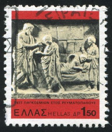 aesculapius: GRECIA - CIRCA 1977: timbro stampato dalla Grecia, mostra Esculapio uomo curare giovane, circa 1977 Archivio Fotografico
