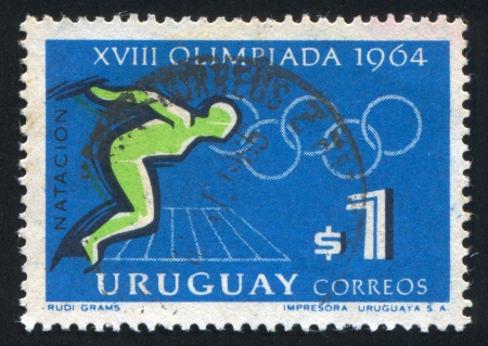 piscina olimpica: URUGUAY - CIRCA 1965: sello impreso por Uruguay, muestra Natación, Juegos Olímpicos de Tokio, alrededor del año 1965
