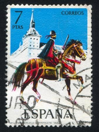 rifleman: ESPA�A - CIRCA 1973: sello impreso por Espa�a, muestra jinete, montado fusilero, alrededor del a�o 1973.