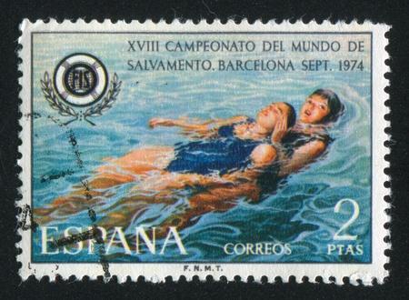 salvavidas: ESPA�A - CIRCA 1974: sello impreso por Espa�a, muestra Salvamento y Socorrismo en agua, alrededor de 1974 Editorial