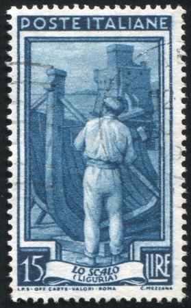 construction navale: ITALIE - CIRCA 1950: timbre imprim� par l'Italie, montre la construction navale, vers 1950 Editeur