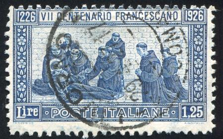 sotana: ITALIA - CIRCA 1926: sello impreso por Italia, muestra la muerte de San Francisco, alrededor del año 1926