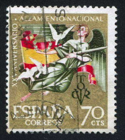angel de la independencia: ESPA�A - CIRCA 1961: sello impreso por Espa�a, muestra la bandera, Angel y Paz, alrededor del a�o 1961