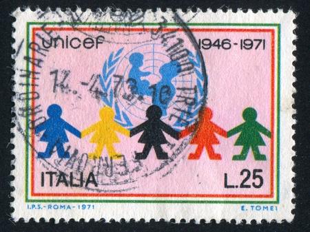 unicef: ITALIA - CIRCA 1971: timbro stampato da Italia, mostra UNICEF emblema e bambini, circa 1971