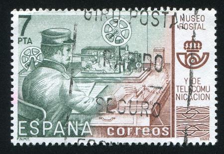 diapason: SPAIN - CIRCA 1981: stamp printed by Spain, shows Telegrapher, Postal Museum, Madrid, circa 1981 Editorial