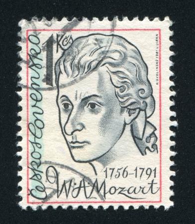amadeus mozart: CHECOSLOVAQUIA - alrededor de 1981: sello impreso por Checoslovaquia, muestra Wolfgang Amadeus Mozart, alrededor de 1981