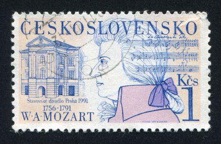 amadeus mozart: CHECOSLOVAQUIA - alrededor de 1991: sello impreso por Checoslovaquia, muestra Wolfgang Amadeus Mozart, Old Theatre, alrededor del a�o 1991