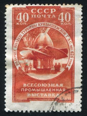 hydroelectric station: RUSSIA - CIRCA 1957: timbro stampato dalla Russia, mostra a turbina, Centrale idroelettrica Kuibyshev, circa 1957 Editoriali