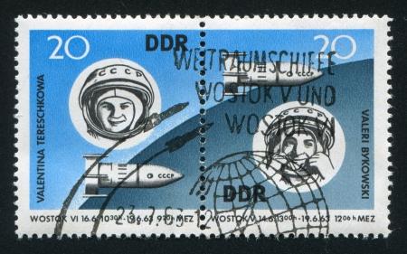 tereshkova: Germania - CIRCA 1963: timbro stampato dalla Germania, mostra Valentina Tereshkova, Vostok 6 e Valeri Bykovski, Vostok 5, circa 1963
