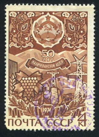 laurel mountain: RUSSIA - CIRCA 1974: stamp printed by Russia, shows Grapes, pylons, mountains and arms of Nakhichevan Autonomous Soviet Socialist Republik, circa 1974 Editorial