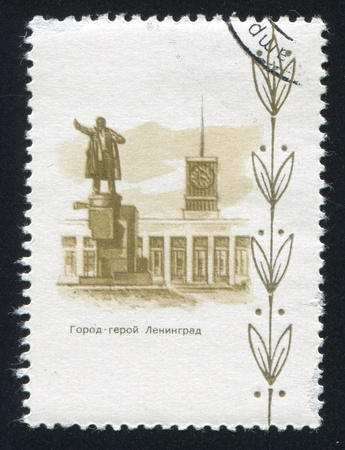 window seal: RUSSIA - CIRCA 1970: stamp printed by Russia, shows Monument to Lenin in Leningrad, circa 1970 Editorial