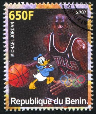 michele: BENIN - CIRCA 2007: timbro stampato dalla Benin, mostra Michael Jordan, Disney Caharacter e anelli olimpici, circa 2007
