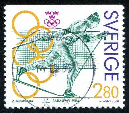 svan: SVEZIA - CIRCA 1992: timbro stampato dalla Svezia, mostra Gunde Svan, sci di fondo, Sarajevo, circa 1992