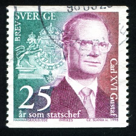 king carl xvi gustaf: SWEDEN - CIRCA 1998: stamp printed by Sweden, shows King Carl XVI Gustaf, circa 1998 Editorial