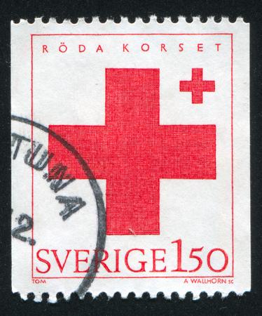 doctoring: SVEZIA - CIRCA 1983: timbro stampato dalla Svezia, mostra della Croce Rossa, circa 1983