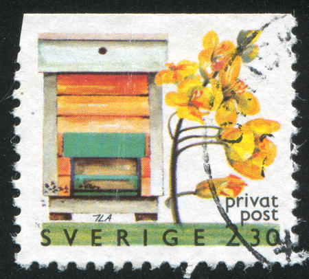 frondage: SWEDEN - CIRCA 1990: stamp printed by Sweden, shows Apiary hive, circa 1990