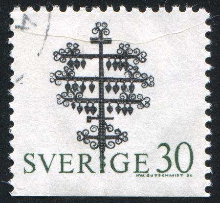 memorial cross: SVEZIA - CIRCA 1970: timbro stampato dalla Svezia, mostra croce Memorial, Eksharad sagrato, V�rmland, circa 1970