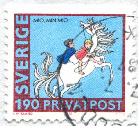 SZWECJA - CIRCA 1987: znaczek wydrukowany przez Szwecję, pokazuje młodych zawodników, około 1987 roku