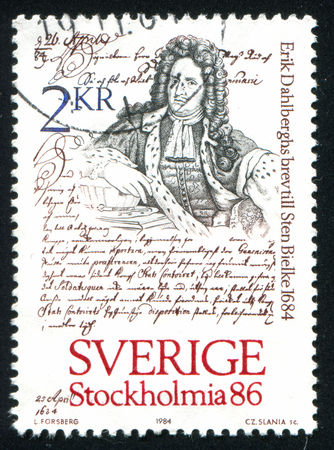 peruke: SWEDEN - CIRCA 1984: stamp printed by Sweden, shows Famous letter and man, circa 1984
