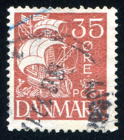caravelle: DANEMARK - CIRCA 1927: timbre imprim� par le Danemark, montre Caravel, vers 1927 �ditoriale