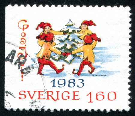 kabouters: ZWEDEN - CIRCA 1983: stempel gedrukt door Zweden, toont Cristmas Gnomes rond de boom, circa 1983