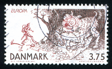 """folk tales: DENMARK - CIRCA 1997: stamp printed by Denmark, shows Stories and Legends, Large cat on top of treasure chest, from """"The Tinder Box."""", circa 1997"""