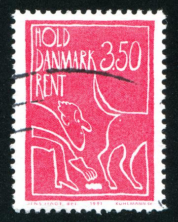 weerzinwekkend: DENEMARKEN - CIRCA 1991: stempel gedrukt door Denemarken, toont Chair van Hans Wegner, circa 1991 Redactioneel