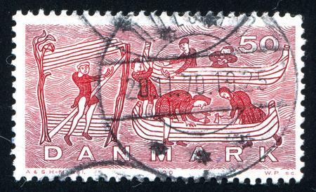 construction navale: DANEMARK - CIRCA 1970: timbre, imprim�, par le Danemark, la construction navale montre Viking, de la tapisserie de Bayeux, circa 1970