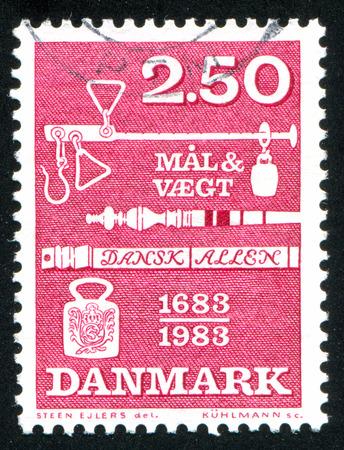 ordenanza: DINAMARCA - CIRCA 1983: sello impreso por Dinamarca, muestra Pesos y Medidas Ordenanza, alrededor de 1983