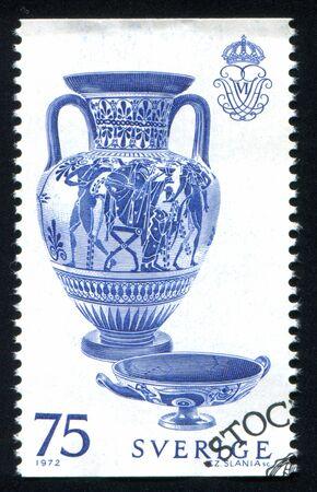 greek pot: SVEZIA - CIRCA 1972: timbro stampato dalla Svezia, mostra vaso greco, circa 1972