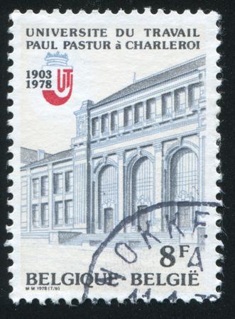 RUSSIE KALININGRAD 20 OCTOBRE 2015: timbre, imprimé par la Belgique, montre Université Charleroi, circa 1978 Éditoriale