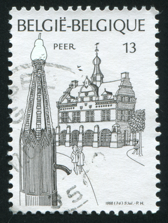 peer to peer: Rusia Kaliningrado 20 de octubre de 2015: sello impreso por Bélgica, Peer muestra antigua ciudad, alrededor de 1988