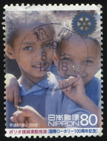 dedo meÑique: RUSSIA KALININGRAD, 18 MARCH 2016: stamp printed by Japan, shows two black children with color on the fingers, circa 2005
