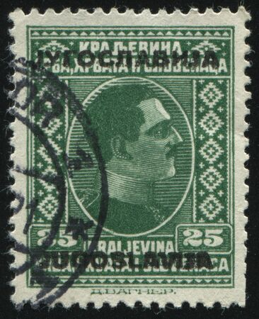 RUSSIA KALININGRAD,12 NOVEMBER 2016: stamp printed by Yugoslavia, shows the portrait of King Alexander, circa 1926 Banque d'images - 139965968