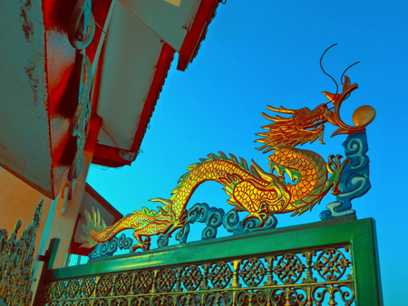 Thailand, Dragon on Gate of Chinese temple LANG_EVOIMAGES