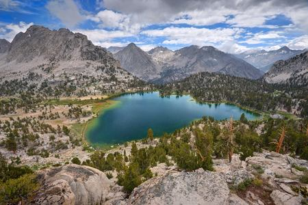USA, California, Ansel Adams Wilderness Area, Inyo National Forest, Spectacular Bullfrog Lake