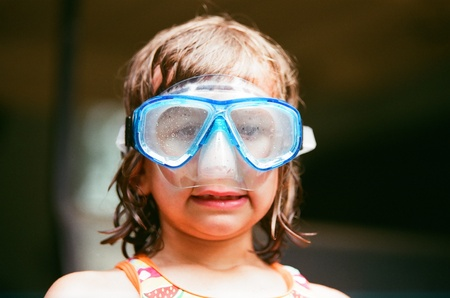 Girl (4-5) in goggles LANG_EVOIMAGES